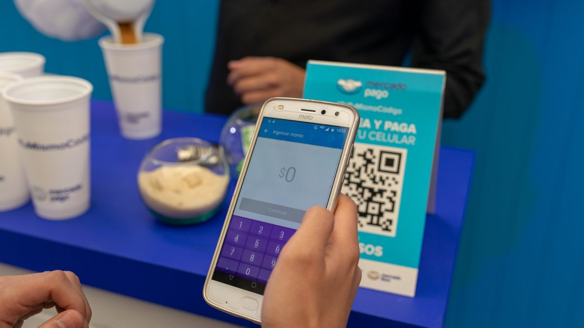 Café a un peso en 7-Eleven y otros descuentos apetitosos en Burger King, McDonald's y Domino's para pagar con código QR y evitar el efectivo